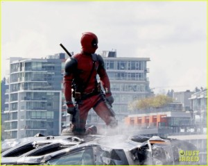 ryan-reynolds-full-deadpool-suit-gets-pictured-on-set-03