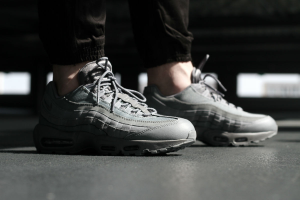 new style 7e30d db3eb NEW NIKE AIR MAX 95 ESSENTIAL COOL GREY